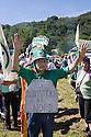 """Supporter of Lega Nord (North League party) at Pontida meeting, Sunday, June 19, 2011. Placard read """"Ministeries to the North"""". © Carlo Cerchioli..Militante della Lega Nord al raduno di Pontida mostra un cartello """"Ministeri al Nord"""", 19 giugno 2011."""