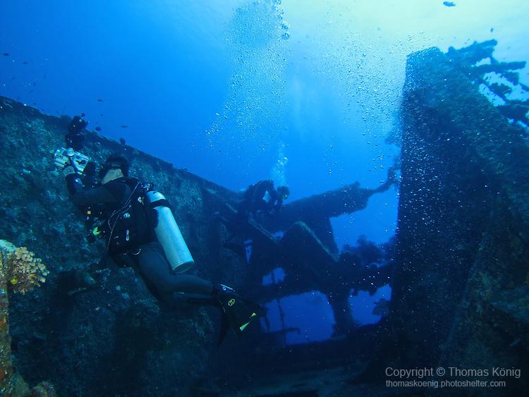 Orchid Island (蘭嶼), Taiwan -- Divers exploring Ba Dai Wreck (八代沉船)