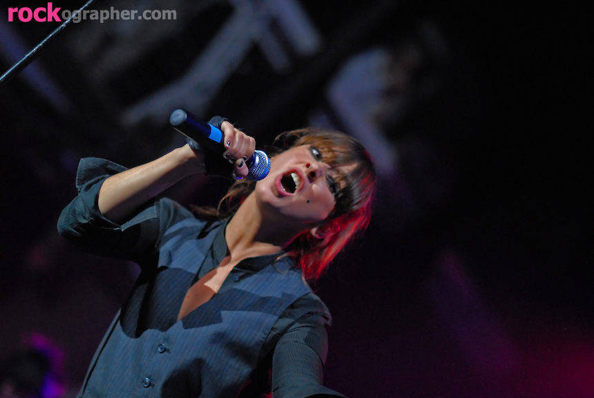 """Singer songwriter Charlyn """"Chan"""" Marshall who performs as Cat Power on stage at Terminal 5, NYC"""