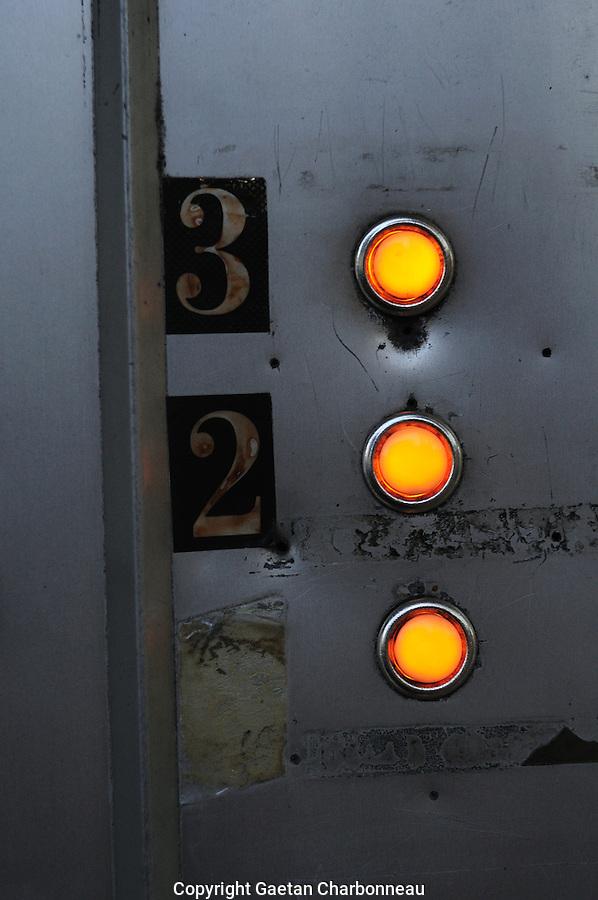 Illuminated 3 button intercom