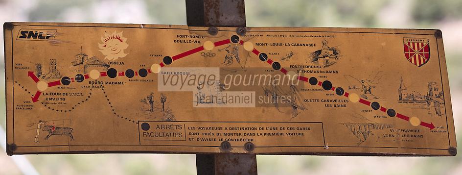 Europe/France/Languedoc-Roussillon/66/Pyrénées-Orientales/Conflent/Villefranche-de-Conflent: La gare d'ou part  le Train jaune de Cerdagne -  Ancien panneau d'itinéraire