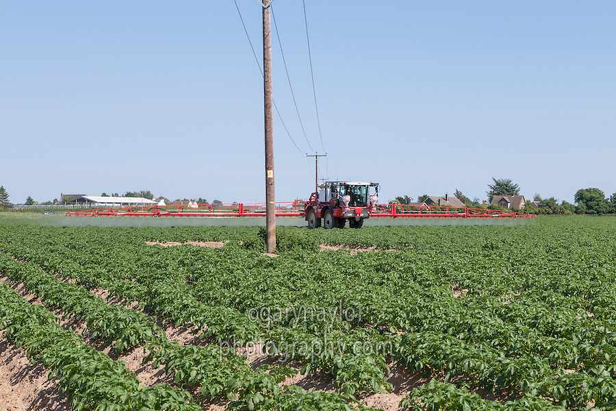 Sprayer operating under electricity cables