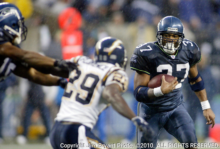 Seattle Seahawks running back Shaun Alexander rushes for a 33-yard touchdown against the San Diego Chargers in the third quarter at Qwest Field in Seattle December 24, 2006. Alexander rushed for 140 yards in 31 carries and two touchdowns in the Seahawks 17-20 loss to the Chargers. .Jim Bryant Photo. ©2010. All Rights Reserved.