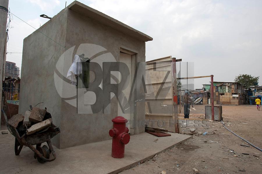 SAO PAULO, SP 19/09/2012 - FAVELA DO MOINHO- Favela do Moinho, no Centro de São Paulo. Na foto hidrante usado dentro da favela para combater incendio.<br /> FOTO VAGNER CAMPOS/ BRAZIL PHOTO PRESS