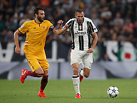 Calcio, Champions League: Juventus vs Siviglia: Torino, Juventus Stadium, 14 settembre 2016. <br /> Juventus&rsquo; Giorgio Chiellini, right, is challenged by Sevilla's Vicente Iborra during the Champions League Group H football match between Juventus and Sevilla at Turin's Juventus Stadium, 16 September 2016.<br /> UPDATE IMAGES PRESS/Isabella Bonotto