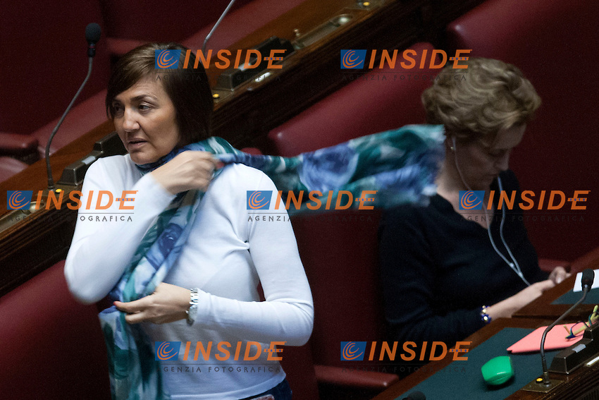 Renata Polverini alle prese con una sciarpa<br /> Roma 23-04-2014 Camera. Voto di fiducia sul Decreto DL Lavoro.<br /> Trust vote on job laws<br /> Photo Samantha Zucchi Insidefoto