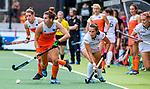Den Bosch  - Frederique Matla (Ned) passeert Lien Hillewaert (Belgie)    tijdens  de Pro League hockeywedstrijd dames, Nederland-Belgie (2-0).    COPYRIGHT KOEN SUYK