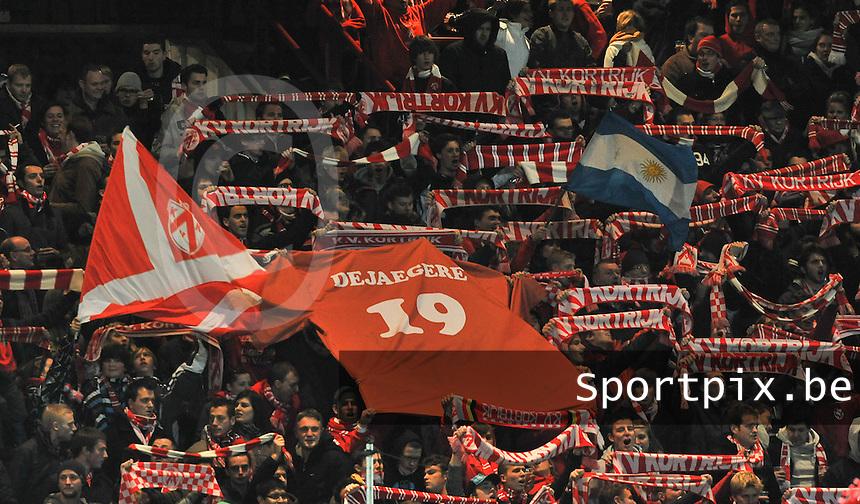 KV Kortrijk - RAEC Mons Bergen : de Kortrijkse Supporters in de spionkop van tribune I.foto VDB / BART VANDENBROUCKE