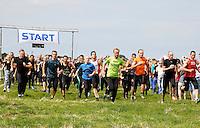 Nederland Schermerhorn 2016 07 10 . Start van de jaarlijkse Prutmarathon door de modderige slootjes van de Mijzenpolder. Foto Berlinda van Dam / Hollandse Hoogte