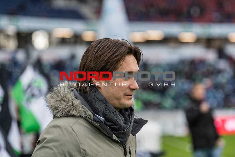 09.02.2019, HDI Arena, Hannover, GER, 1.FBL, Hannover 96 vs 1. FC Nuernberg<br /> <br /> DFL REGULATIONS PROHIBIT ANY USE OF PHOTOGRAPHS AS IMAGE SEQUENCES AND/OR QUASI-VIDEO.<br /> <br /> im Bild / picture shows<br /> Gerhard Zuber (Sportlicher Leiter Hannover 96) zwischen Hannover 96 Fahnen, <br /> <br /> Foto &copy; nordphoto / Ewert