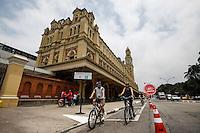 ATENCAO EDITOR FOTO EMBARGADA PARA VEICULO INTERNACIONAL - SAO PAULO, SP, 04 DE NOVEMBRO 2012 - CICLOFAIXA LUZ - Ciclistas inauguram a interligação da Ciclofaixa de Lazer Paulista-Centro ao Elevado Costa Silva, o Minhocão, e à Luz, na capital paulista, neste domingo. Com a expansão, o circuito ganha 5 quilômetros, passando de 16,8 para 21,8 quilômetros. O espaço é reservado aos ciclistas das 7h às 16h, nos domingos e feriados. Com a inclusão dos novos caminhos, os ciclistas terão como chegar a pontos turísticos e culturais do centro, como a Estação da Luz, a Sala São Paulo e a Pinacoteca do Estado. FOTO: VANESSA CARVALHO - BRAZIL PHOTO PRESS