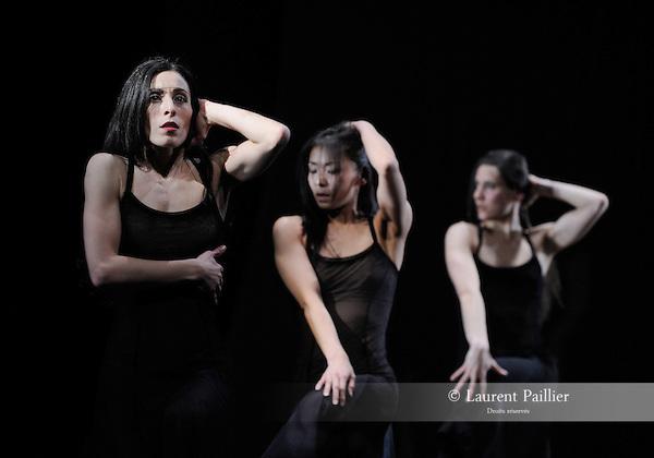 Eau<br /> Sara Orselli, Chinatsu Kosakatani, Chiara Michelini<br /> Théâtre National de Chaillot, Paris – 2010