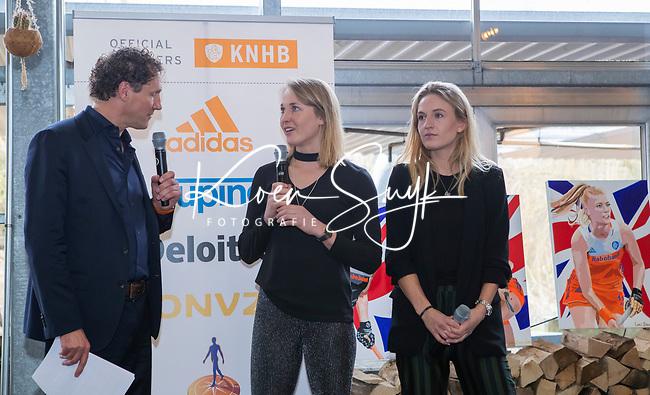 VOGELENZANG - Marcel Maijer met Ireen vd Assem en Lauren Stam, die 50 interlands speelden, . Spelerslunch KNHB 2019.   COPYRIGHT KOEN SUYK