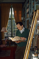 Europe/France/Pays de la Loire/Maine-et-Loire/Environ d'Angers : AOC Anjou Savennières (Coulée de Serrant)  - Nicolas Joly dans sa bibliothèque [Non destiné à un usage publicitaire - Not intended for an advertising use]<br /> PHOTO D'ARCHIVES // ARCHIVAL IMAGES<br /> FRANCE 1990