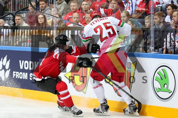 Canadas Eakin, Cody (Nr.20) mit einem Check gegen Belarus Yevenko, Oleg (Nr.25)(Adirondack Flames) an der Bande im Spiel IIHF WC15 Canada vs. Belarus.<br /> <br /> Foto &copy; P-I-X.org *** Foto ist honorarpflichtig! *** Auf Anfrage in hoeherer Qualitaet/Aufloesung. Belegexemplar erbeten. Veroeffentlichung ausschliesslich fuer journalistisch-publizistische Zwecke. For editorial use only.