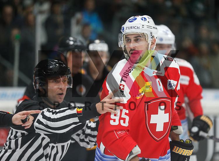Julian WALKER (SUI) und die Schiedsrichter<br /> <br /> Eishockey, Deutschland-Cup 2015, Augsburg, Deutschland vs. Schweiz, 06.11.2015,<br /> <br /> Foto &copy; PIX-Sportfotos *** Foto ist honorarpflichtig! *** Auf Anfrage in hoeherer Qualitaet/Aufloesung. Belegexemplar erbeten. Veroeffentlichung ausschliesslich fuer journalistisch-publizistische Zwecke. For editorial use only.