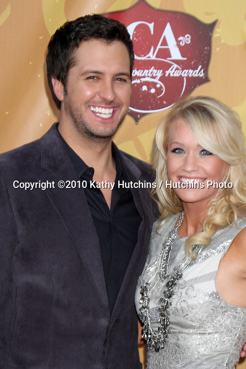 LOS ANGELES - DEC 6:  Luke Bryan & wife arrives at the 2010 American Country Awards at MGM Grand Garden Arena on December 6, 2010 in Las Vegas, NV.