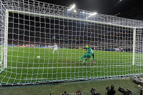 Sergio Ramos (Real), MAY 28, 2016 - Football / Soccer : Sergio Ramos of Real Madrid scores the penalty shoot-out during the UEFA Champions League final match between Real Madrid 1(5-3)1 Atletico de Madrid at Stadio Giuseppe Meazza San Siro in Milan, Italy. (Photo by aicfoto/AFLO)