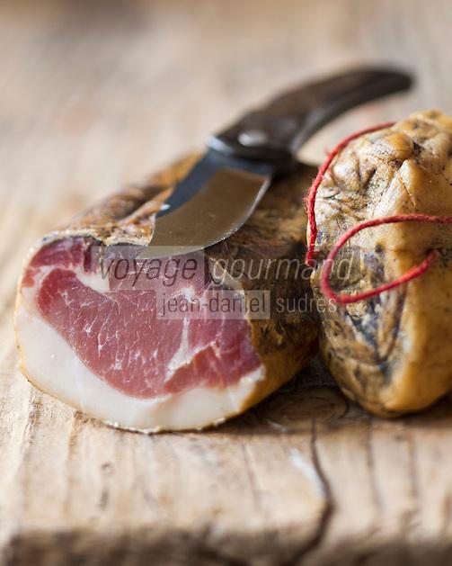 Europe/France/2A/Corse du Sud/Bocognano:  Lonzu, Charcuterie corse AOC de Paul Marcaggi, éleveur porcin, castanéiculteur et artisan charcutier à Bocagnano _ Charcuterie Corse AOC: A Bucugnanesa<br /> Charcuterie vendue dans sabourique d' Ajaccio: Boutique: U Stazzu Les saveurs authenthiques  // France, Corse du Sud, Bocognano,  lonzu, AOC Corsican cooked meats of Paul Marcaggi, sold in his shop U Stazzu Les Saveurs Authentiques