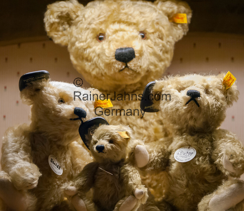 Germany: Steiff teddy bears corresponding the original Steiff teddy bears from 1920 | Deutschland: Steiff Teddybaeren, die dem Original von 1920 entsprechen