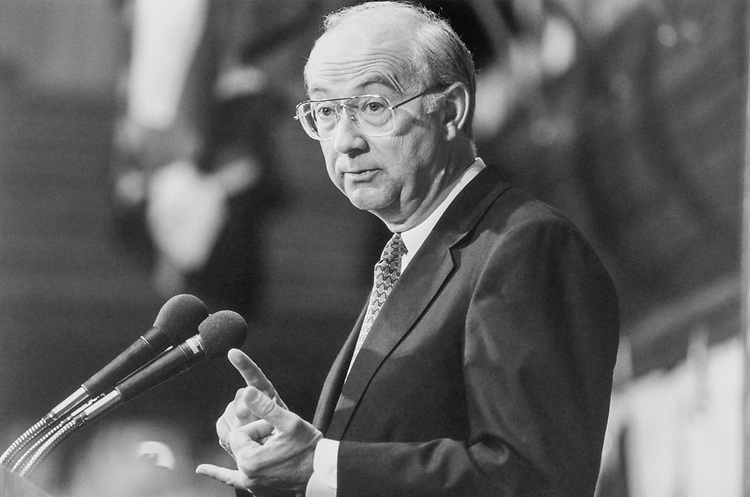 Sen. Phil Gramm, R-Tex. in 1998. (Photo by Laura Patterson/CQ Roll Call)