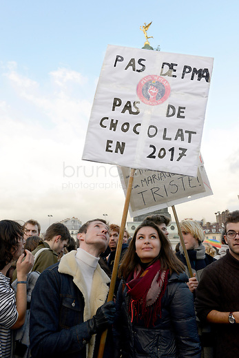 "FRANCE, Paris, 27/01/2013, Manifestation pour le mariage homosexuel..""Pas de PMA, pas de chocolat en 2017"". Entre 135000 et 400000 personnes ont défilé à Paris entre la place Denfert-Rochereau et la place dela Bastille pour réclamer le mariage pour tous et la procréation médicalement assistée  (PMA) pour les couples homosexuels. Ils entendaient faire pression sur le gouvernement de François Hollande à deux jours de l'étude de la loi par le parlement..Il y a deux semaines, les opposants au mariage et à la PMA pour les homosexuels avaient réuni entre 400000 et 800000 personnes dans les rues de Paris..© Bruno Cogez..FRANCE, Paris, 27/01/2013, Demontration for gay marriage..""No medically assisted procreation, no chocolate (vote for socialists) in 2017""..Between 135,000 and 400,000 people marched in Paris from the square Denfert-Rochereau to the square  Bastille  for marriage and for  medically assisted procreation (MAP) for homosexual couples. They wanted to put pressure on the government of François Hollande two days before the study of law by parliament..Two weeks ago, opponents of marriage and MAP homosexuals had met between 400,000 and 800,000 people in the streets of Paris..© Bruno Cogez"