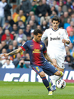 MADRI, ESPANHA, 02 MARÇO 2013 - CAMPEONATO ESPANHOL - REAL MADRID X BARCELONA - Dani Alves (E) jogador do Barcelona disputa bola com Morata do Real Madrid  em partida pela 26 rodada do Campeonato Espanhol, neste sabado, 02. (FOTO: ALEX CID-FUENTES / ALFAQUI / BRAZIL PHOTO PRESS).