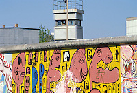 - the Berlin Wall, watchtower of DDR border police ( Volkspolizei )....- il Muro di Berlino, torre di guardia della polizia di frontiera della DDR ( Volkspolizei )