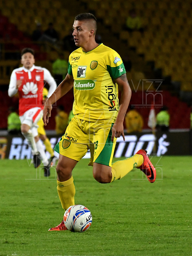 BOGOTA - COLOMBIA, 22-04-2018: Yeison Zabaleta, jugador de Leones F. C., en acción, durante partido de la fecha 17 entre Independiente Santa Fe y Leones F. C., por la Liga Aguila I 2018, en el estadio Nemesio Camacho El Campin de la ciudad de Bogota. / Yeison Zabaleta, player of Leones F. C., in action, during a match of the 17th date between Independiente Santa Fe and Leones F. C., for the Liga Aguila I 2018 at the Nemesio Camacho El Campin Stadium in Bogota city, Photo: VizzorImage / Luis Ramirez / Staff.