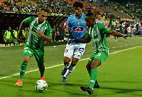 MEDELLÍN-COLOMBIA, 18-08-2019: Yerson Candelo, Jarlan Barrera de Atlético Nacional y Juan Pereira de Unión Magdalena disputan el balón, durante partido de la fecha 6 entre Atlético Nacional y Unión Magdalena, por la Liga Águila II 2019, jugado en el estadio Atanasio Girardot de la ciudad de Medellín. / Yerson Candelo, Jarlan Barrera of Atletico Nacional and Juan Pereira of Union Magdalena figth for the ball, during a match of the 6th date between Atletico Nacional and Union Magdalena, for the Aguila Leguaje II 2019 played at the Atanasio Girardot Stadium in Medellin city. / Photo: VizzorImage / León Monsalve / Cont.