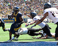 C.J. Anderson of California scores a touchdown during the game against Southern Utah at Memorial Stadium in Berkeley, California on September 8th, 2012.   California Golden Bears defeated Southern Utah, 50-31.