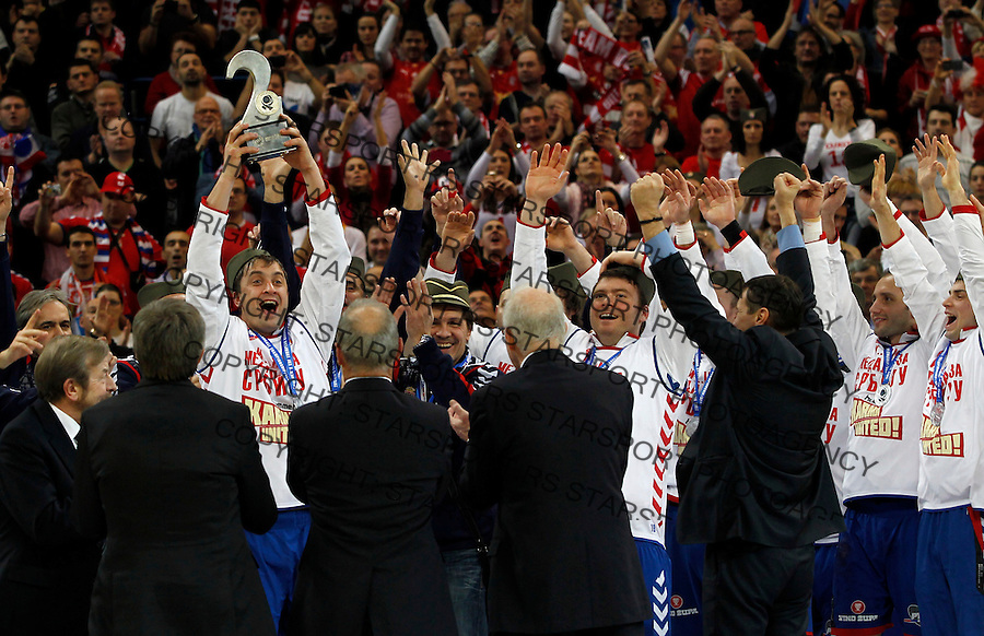 Second placed Serbian national handball team players after men`s EHF EURO 2012 handball championship  in Belgrade, Serbia, Sunday, January 29, 2011.  (photo: Pedja Milosavljevic / thepedja@gmail.com / +381641260959)