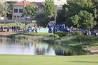 Haotong Li (CHN) on the 18th tee during the 1st round of the DP World Tour Championship, Jumeirah Golf Estates, Dubai, United Arab Emirates. 15/11/2018<br /> Picture: Golffile | Fran Caffrey<br /> <br /> <br /> All photo usage must carry mandatory copyright credit (&copy; Golffile | Fran Caffrey)