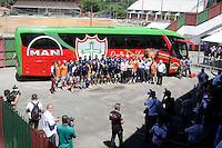SÃO PAULO , SP, 12 DE MARÇO DE 2013 - TREINO DA PORTUGUESA -  Equipe da Portuguesa durante entrega do novo ônibus do futebol profissioanal, durante treino no Canindé, preparação para partida entre a equipe AE Velo Clube, partida válida pelo campeonato Paulista da serie B, no estádio Benedito Casteiano na cidade de Rio Claro, no interior do estado de SÃO PAULO. FOTO: DORIVAL ROSA/ BRAZIL PHOTO PRESS