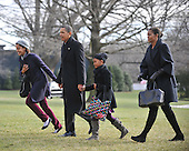 Washington, D.C. - January 4, 2010 -- United States President Barack Obama and his family return from their winter vacation in Hawaii aboard Marine 1 on Monday, January 4, 2010.  From left to right: Malia Obama, President Obama, Sasha Obama, and first lady Michelle Obama..Credit: Ron Sachs / Pool via CNP