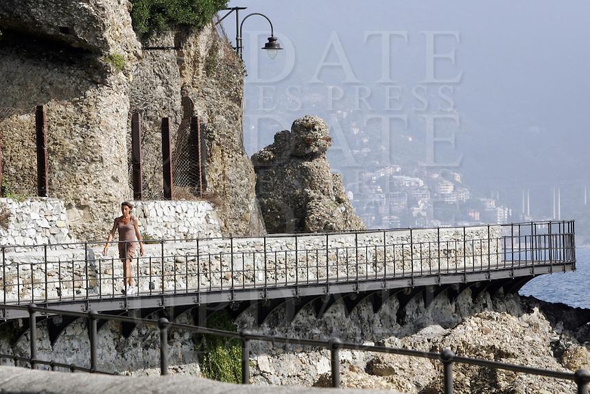Uno scorcio della strada panoramica tra Portofino e Santa Margherita Ligure.<br /> Walkers make their way along the corniche road from Portofino to Santa Margherita Ligure, Liguria, Northern Italy.<br /> UPDATE IMAGES PRESS/Riccardo De Luca