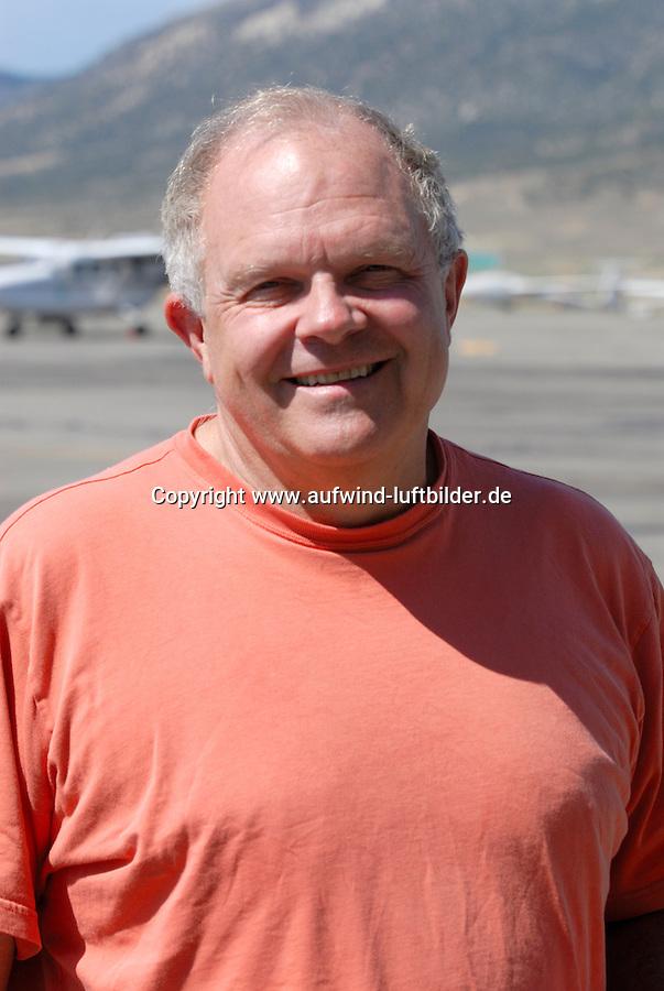 4415 / Fosset: AMERIKA, VEREINIGTE STAATEN VON AMERIKA, NEVADA,  (AMERICA, UNITED STATES OF AMERICA), 24.07.2006: Steve Fosset in Ely. Fossett haelt Weltrekorde im Ballonfahren, Segeln und Fliegen. Er durchschwamm 1985 den Aermelkanal und nahm 1996 am 24-Stunden-Rennen von Le Mans teil. .Im Segelflug stellt er den Hoehenweltrekord mit 15.453 Meter auf....