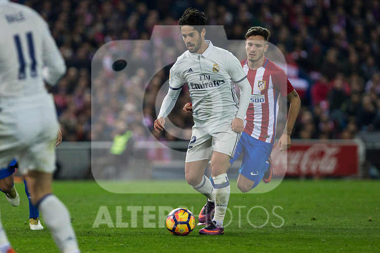 Real Madrid's Isco Alarcon and- Atletico de Madrid's Saul Iniguez  during the match of La Liga between Atletico de Madrid and Real Madrid at Vicente Calderon Stadium  in Madrid , Spain. November 19, 2016. (ALTERPHOTOS/Rodrigo Jimenez)