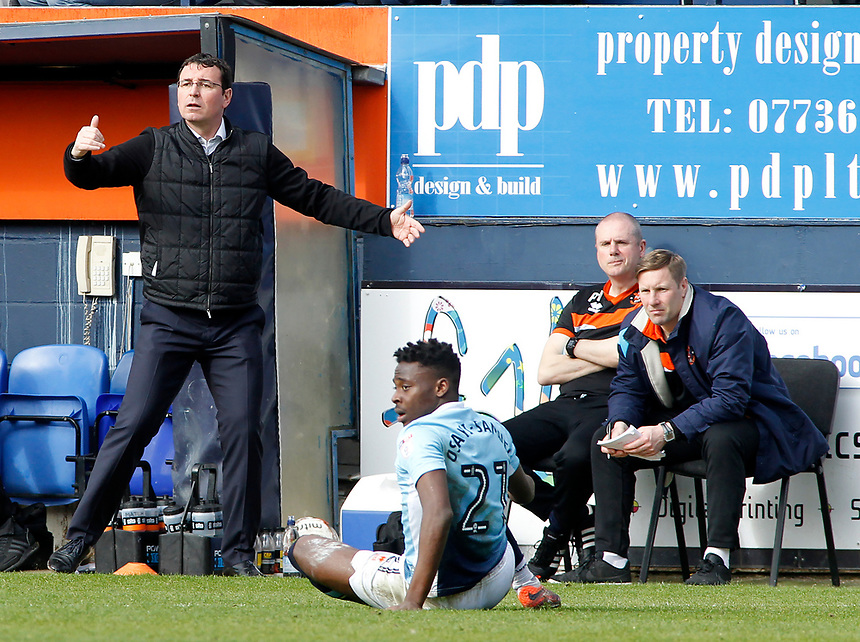 Blackpool manager Gary Bowyer shouts instructions to his team from the dug-out<br /> <br /> Photographer David Shipman/CameraSport<br /> <br /> The EFL Sky Bet League Two - Luton Town v Blackpool - Saturday 1st April 2017 - Kenilworth Road - Luton<br /> <br /> World Copyright &copy; 2017 CameraSport. All rights reserved. 43 Linden Ave. Countesthorpe. Leicester. England. LE8 5PG - Tel: +44 (0) 116 277 4147 - admin@camerasport.com - www.camerasport.com