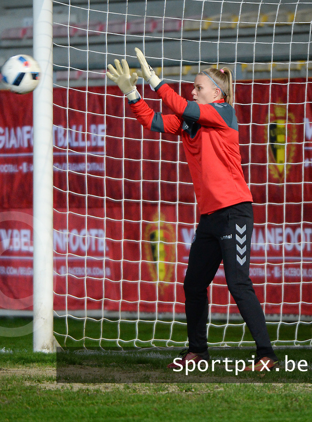 20161128 - TUBIZE ,  BELGIUM : Danish Naja Bahrenscheer  pictured during the female soccer game between the Belgian Red Flames and Denmark , a friendly game before the European Championship in The Netherlands 2017  , Monday 28 th November 2016 at Stade Leburton in Tubize , Belgium. PHOTO SPORTPIX.BE | DIRK VUYLSTEKE