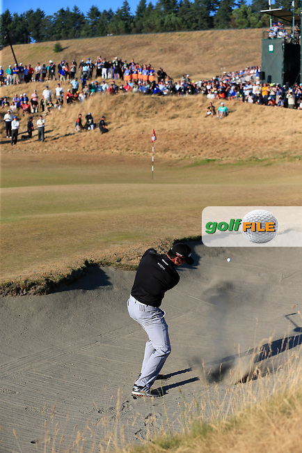Jason DAY (AUS) chips from a bunker at the 18th green during Sunday's Final Round of the 2015 U.S. Open 115th National Championship held at Chambers Bay, Seattle, Washington, USA. 6/22/2015.<br /> Picture: Golffile | Eoin Clarke<br /> <br /> <br /> <br /> <br /> All photo usage must carry mandatory copyright credit (&copy; Golffile | Eoin Clarke)