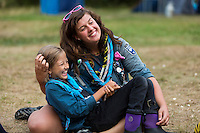 20140805 Vilda-l&auml;ger p&aring; Kragen&auml;s. Foto f&ouml;r Scoutshop.se<br /> dag, gr&auml;s, l&auml;gerplats, scout, scouter, tv&aring;, busar, skrattar, ler