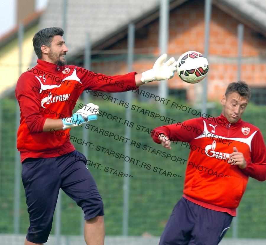 FUDBAL - PRIPREME - CRVENA ZVEZDA - TRENING - Damir Kahriman golman i Savo Pavicevic fudbaler Crvene Zvezde na treningu.<br /> Brezice, 18.06.2015.<br />                              foto:N.Skenderija
