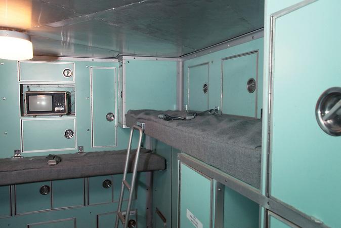 Wohnbereich in der Kommandozentrale / Living compartment in the command center.