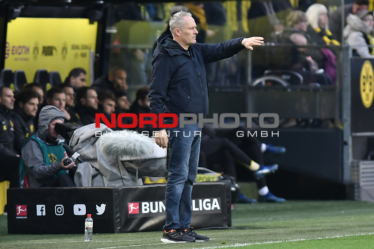 01.12.2018, Signal Iduna Park, Dortmund, GER, DFL, BL, Borussia Dortmund vs SC Freiburg, DFL regulations prohibit any use of photographs as image sequences and/or quasi-video<br /> <br /> im Bild Christian Streich (SC Freiburg) Gestik / Geste / gestikuliert / <br /> <br /> Foto © nordphoto/Mauelshagen