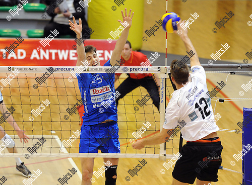 2012-12-29 / Volleybal / seizoen 2012-2013 / Antwerpen - Roeselare / Mads Ditlevsen (Antwerpen) met de smash tegenover Tomas Rousseaux..Foto: Mpics.be