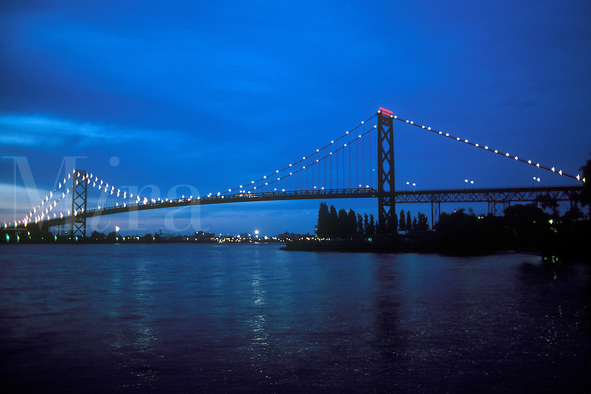 The International Ambassador Bridge on the Detroit River connection Detroit, Michigan and Windsor, Ontario