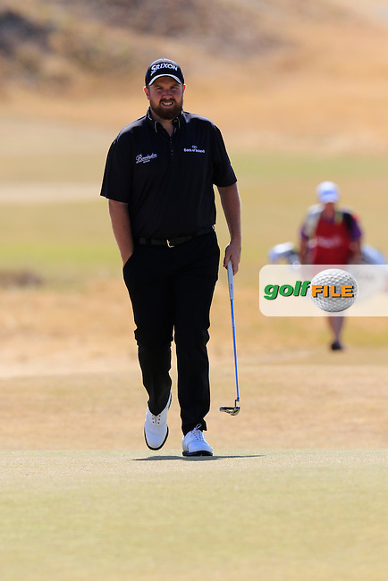 Shane LOWRY (IRL) walks onto the 5th green during Friday's Round 2 of the 2015 U.S. Open 115th National Championship held at Chambers Bay, Seattle, Washington, USA. 6/19/2015.<br /> Picture: Golffile | Eoin Clarke<br /> <br /> <br /> <br /> <br /> All photo usage must carry mandatory copyright credit (&copy; Golffile | Eoin Clarke)