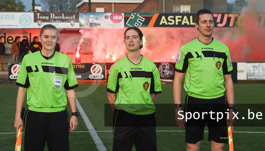 20170414 - Zulte , BELGIUM : Referee Irmgard Van Meirvenne (M) with assistant referees Davy Simoens (R) and Viki De Cremer (L) pictured during the soccer match between the women teams of Zulte Waregem and AA Gent Ladies , in the semi final matchday of the Belgian CUP - Beker van Belgie voor Vrouwen competition on Friday 14th April 2017 in Zulte .  PHOTO SPORTPIX.BE DIRK VUYLSTEKE