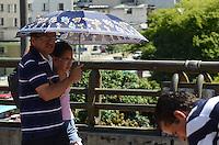 ATENCAO EDITOR: FOTO EMBARGADA PARA VEICULOS INTERNACIONAIS. SAO CAETANO DO SUL, SP, 23 DE NOVEMBRO DE 2012 - Paulistano vive tarde quente e ensolarada na regiao central da capital nesta sexta feira, 23.  FOTO: ALEXANDRE MOREIRA - BRAZIL PHOTO PRESS.